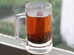 herbata w szklance z uchem